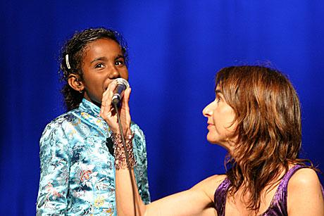 Aline fra Rwanda (8) sjamerte oss i senk. Foto: Arne Kristian Gansmo, NRK.