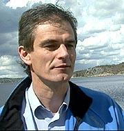 Ordfører Bjørn Ole Gleditsch ønsker å vite hva taksten på den militære delen på Torp er ( Foto: NRK).