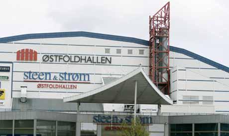 Østfoldhallens kjøletårn er slått av - og startes ikke opp igjen før nytt system til 11 millioner er på plass. (Foto: Ørn Borgen, Scanpix)