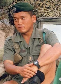 Gisselen Akihiko Saito då han var soldat i den franske framandlegionen. (Foto: AP/Scanpix)