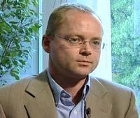 Administrerende direktør i Legemiddelindustriforeningen, Pål Christian Roland, sier at leger som innleies av industrien ikke bidrar med produktinformasjon.