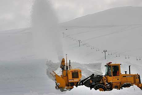 Brøyting ved sommarskisenteret på Strynefjellet. Foto Jamel Hayek Rake.