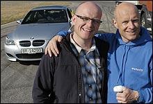 Tommy Rustad (t.h.) har testet mange biler for Autofil. Det er Jan Erik Larssen glad for. (Foto: Theodor Kristensen)