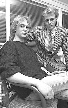 deLillos feirer i 2005 20-årsjubileum. For 18 år siden så trommeslager Øystein Bevanord og vokalist Lars Lillo-Stenberg slik ut. Foto: Scanpix.