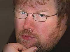 Musikknytts kommentator Arne Kristian mener musikkjournalistene i Akersgata må komme seg opp av sofaen. Foto: Stian Fjelldal, nrk.no/musikk.