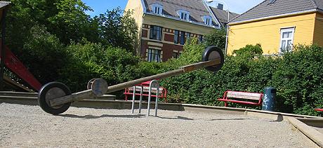 I denne parken fikk 13 år gamle Pia Dalen ødelagt livet sitt av å sniffe formfett. Foto: Per Kristian Johansen, NRK