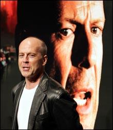 """Bruce Willis besøkte Cannes i forbindelse """"Hostage"""". (Foto: Scanpix)"""