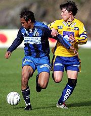 Stabæks Daniel Nannskog (tv) i duell med Altas Martin Overvik tidligere i år. Kampen endte 2-1. Foto: Ståle Andersen / SCANPIX