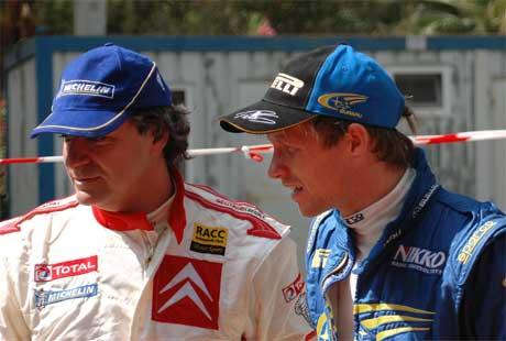 "Petter Solberg møtte en gammel kjenning, Carlos Sainz. ""El Matador"" tok en flott fjerdeplass i Rally Tyrkia. (Foto: AFP PHOTO/OKAN CETINKAYA /Scanpix)"