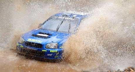 <b>Satset feil: </b> Det var ikke akkurat tørre veier i Rally tyrkia 2005 (Foto: Scanpix/REUTERS/Stringer)