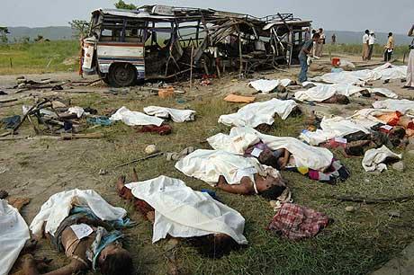 38 mennesker ble drept i bussbomben. Foto: AP/Scanpix