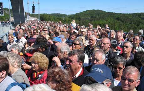 Rundt 15000 mennesker var samlet til folkefest på den nye Svinesundsbrua. (Foto: Stephan Reis NRK)