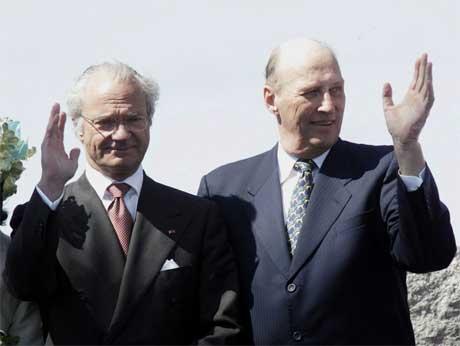 En ny epoke over Svinesund ble innledet, da kong Carl Gustav og kong Harald åpnet den nye brua. Foto: Bjørn Sigurdsøn / SCANPIX