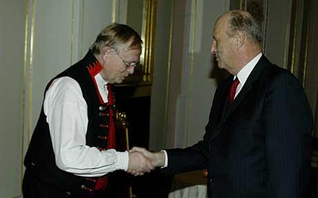Erik Brekke fikk i 2003 Kongens fortjenestemedalje i gull for sitt engasjement med landsomfattende virkning for å redusere og forebygge vold, skadeverk og annen kriminalitet. Arkivfoto: Scanpix.