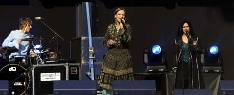 Anneli Drecker åpnet Mandela-konserten i Tromsdalen lørdag ettermiddag. (Foto: Scanpix)