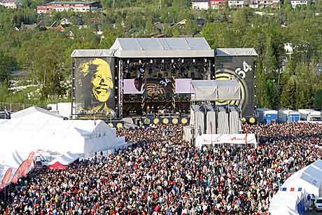 46664 Arctic fra Tromsøbrua. Foto. Arne Kristian Gansmo, NRK.