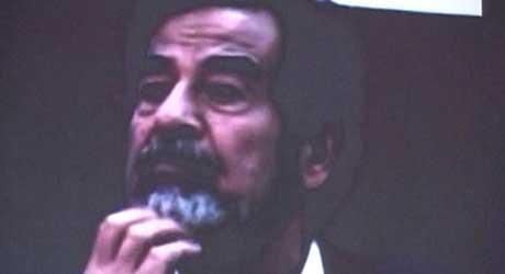 Fra videoen fra førhørene av Iraks tidligere diktator Saddam Hussein (Scanpix/Reuters)