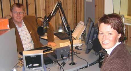 Line Henriette Holten Hjemdal er Østfold Krf`s førstekandidat til stortinget i høst. Her i studio sammen med Hans Jørgen Olsen. Foto: NRK