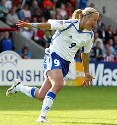 Finske Laura Kalmari jubler etter scoringen mot Danmark (Foto: Scanpix)
