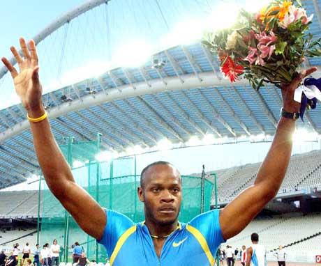 Asafa Powell kunne juble etter verdensrekorden i Athen (Foto: Scanpix)