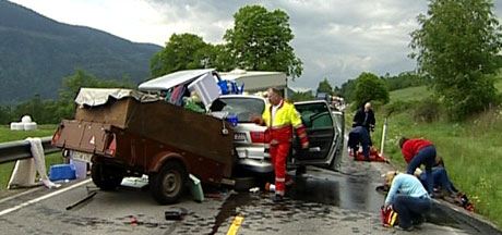 To tyske bilar var involvert i ulykka ved Hundorp. (Foto: Ulf Erik Hansen/NRK)