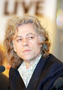Bob Geldof sørger for at Johannesburg, Tokyo og Toronto også får Live 8-konserter. Foto: Carl De Souza, AFP Photo / Scanpix.