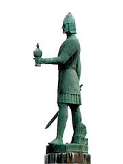 Olav Tryggvason-statuen på torget i Trondheim. Foto: Gorm Kallestad / SCANPIX