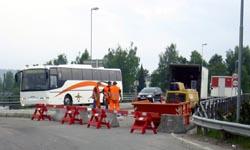 Arbeidene på Glåmbrua fortsetter en måneds tid (Foto: NRK)