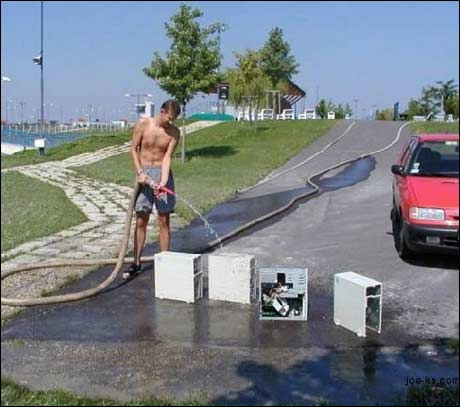 ... mener at all rengjøring foretas best med hageslange ...