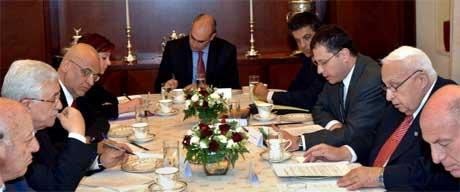 Abbas og Sharon under dagens møte. (Foto: Scanpix / AP)