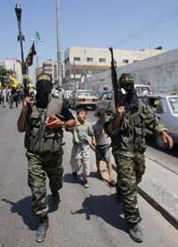 Maskert Jihad-milits deltok i begravelsen til palestineren som gikk til angrep lørdag. (Foto: H.Moussa, AP)
