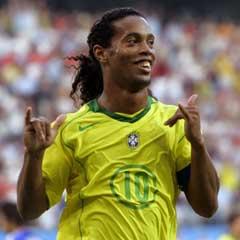 Ronaldinho jubler etter Brasil andre mål. (Foto: Reuters/Scanpix)