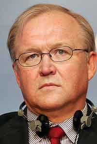FÅR KRITIKK: Göran Persson og fem av hans statsråder får hard kritikk av Riksdagens konstitusjonsutvalg.
