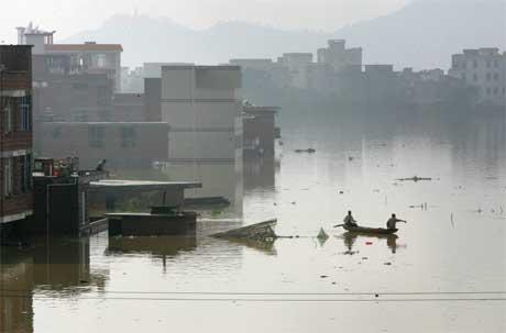 Store oversvømmelser i Wuzhou sørvest i Kina. (Foto: Reuters/Scanpix)