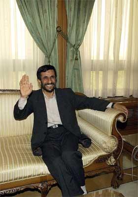 Mahmoud Ahmadinejad blir Irans nye president. (Foto: AP/Scanpix)