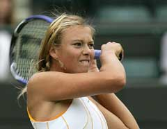 Maria Sjarapova under kampen mot Katarina Srebotnik. (Foto: Reuters/Scanpix)