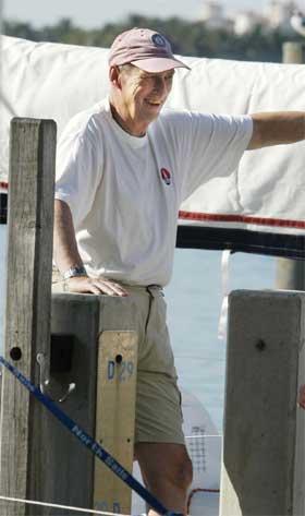 Kong Harald elsker å seile, her under regattaen i Miami i USA i fjor. (Foto: Jarl Fr. Erichsen/Scanpix)