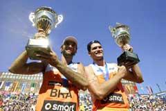 Fabio de Jesus Magalhaes Marcio Araujo med trofeene. (Foto: Reuters/Scanpix)
