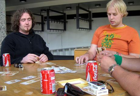 Kortspillere på Arcon-festivalen. Foto: Ingvild Edvardsen, NRK.