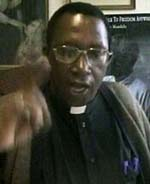 Erkebiskop Pius Ncube er rasende på Mugabe etter rivingen.