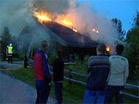 Naboene måtte se at huset brant ned