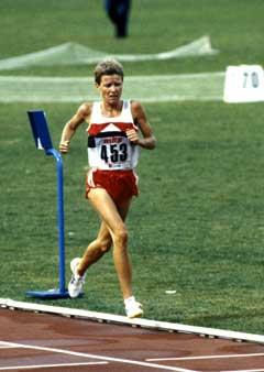 Ingrid Kristiansen på vei til VM-gull på Olympiastadion i Roma i 1987. (Foto: Per Løchen NTB / Scanpix)