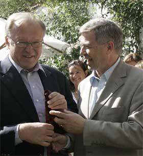 Sveriges statsminister Göran Persson og avtroppende statsminister Kjell Magne Bondevik var gjester i sendingen. (Arkivfoto)