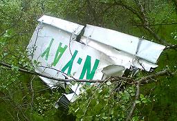 Etterforskninga skal finne årsaken til at vitale flydeler – blant annet denne vingen – falt av flyet kort tid etter avgang. (Begge foto: Kai Erik Bull)