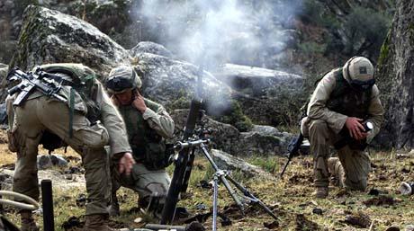 Geriljakrigere i Kunar-fjellene har gjennom historien stått imot mange store hærer. Her fra et amerikansk angrep i 2003. (Foto: AP)