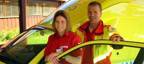 Lena Lundberg og Morten Gundersen i ambulansetjenesten i Engerdal. Foto: Joar Elgåen, NRK