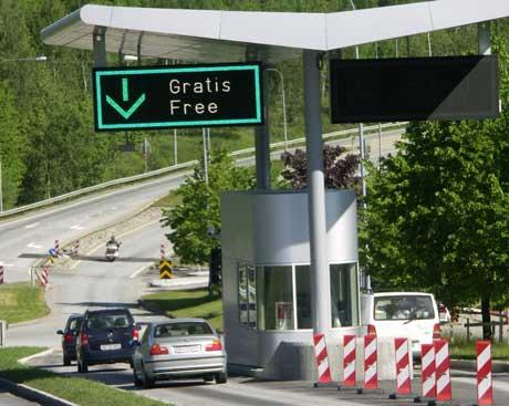 Det svenske vägverket regner med at rundt en tredjedel av all trafikk over Svinesund vil passere på den gamle E6 (bildet) i fremtiden. Foto: Rainer Prang, NRK