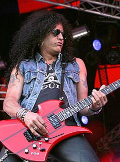 Gitarheltlegenden Slash forlot Guns n'Roses, men det spørs om han noensinne kommer tilbake til gammel storhet i Velvet Revolver. Foto: Arne Kristian Gansmo, NRK.