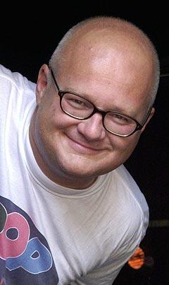 Finn Bjelke skal være programleder for Live 8-overføringen på NRK1 og NRK2. Men han vet ennå ikke rekkefølgen på bandene. Foto: Kjell Herskedal, Scanpix.