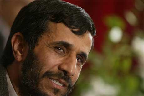 Anklagene hagler mot Irans nyvalgte president Mahmoud Ahmadinejad. (Foto: AFP/Scanpix)